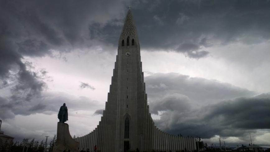 Hallgrimskirkja, Reykjavik, Iceland - Emma's Picture Postcards